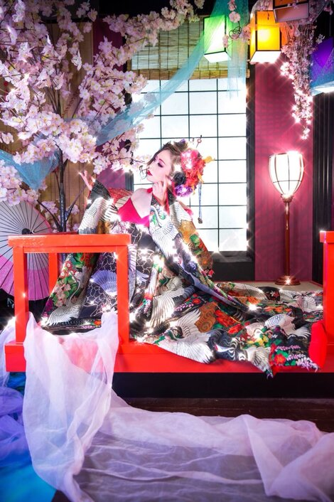 Models in Traditionnal Clothes : Hanon Hinana ( N°1 )