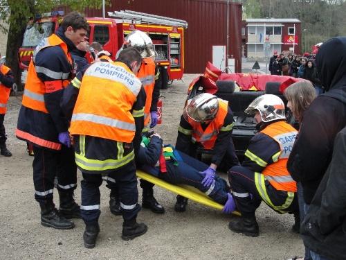 Démonstrations des Sapeurs-Pompiers Châtillonnais en direction des élèves du Collège Fontaine des Ducs de Châtillon sur Seine...
