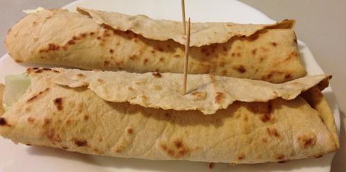 WRAPS aux flocons de patate, farcis de ricotta aux amandes torréfiées, oignons rôti et ail avec Amaretti ou cranberries & miel