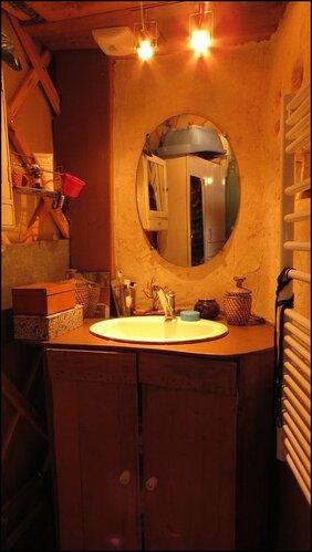 Le lavabo de la salle de bain