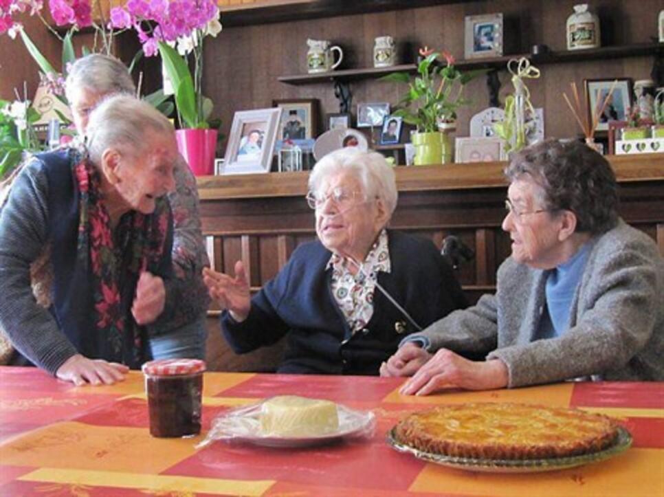 Rencontre de centenaires à Esquibien