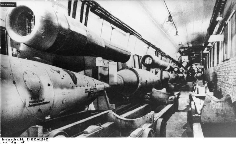 Fichier:Bundesarchiv Bild 183-1985-0123-027, KZ Mittelbau-Dora, Produktion von V 1.jpg