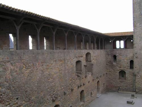 Carcassonne  (Aude)  :  les remparts et le château comtal