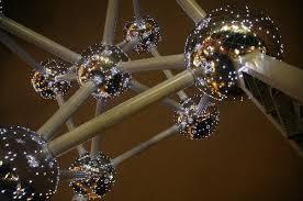 Les boules de l'Atomium sont recouvertent de kérosène !!! Et nos poumons ?