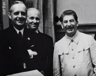 Hitler et Staline... Parallèles entre deux monstres