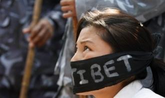 Les manifestations pro-tibétaines à Katmandou le 27 mars (Reuters)