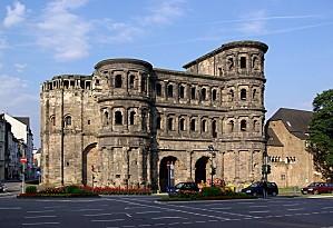 Trier Porta Nigra BW 1