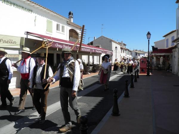 Défilé aux Saintes-Maries-de-la-Mer