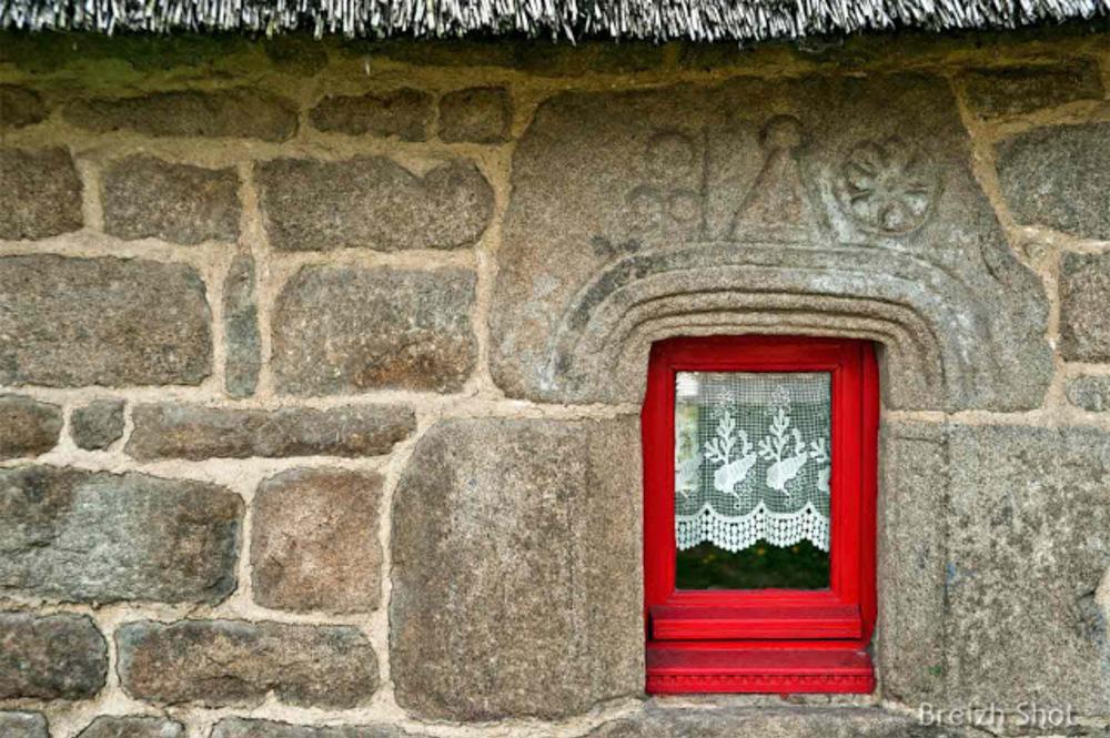 Lanvaudan,  fenêtre,  vieille chaumière