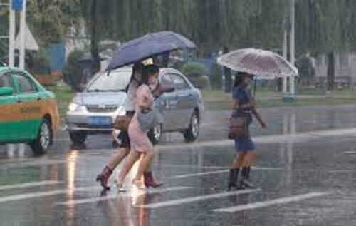 SÉOUL (CORÉE) Walking in Heavey Rain in Seoul (Voyages)