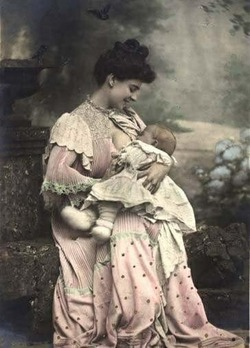 Nursing in public: breatsfeeding.