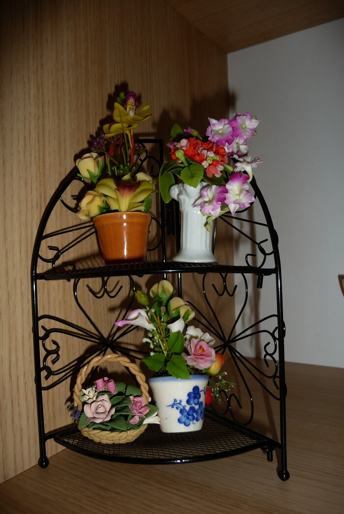 PORTE-PLANTES (PLANT STAND)