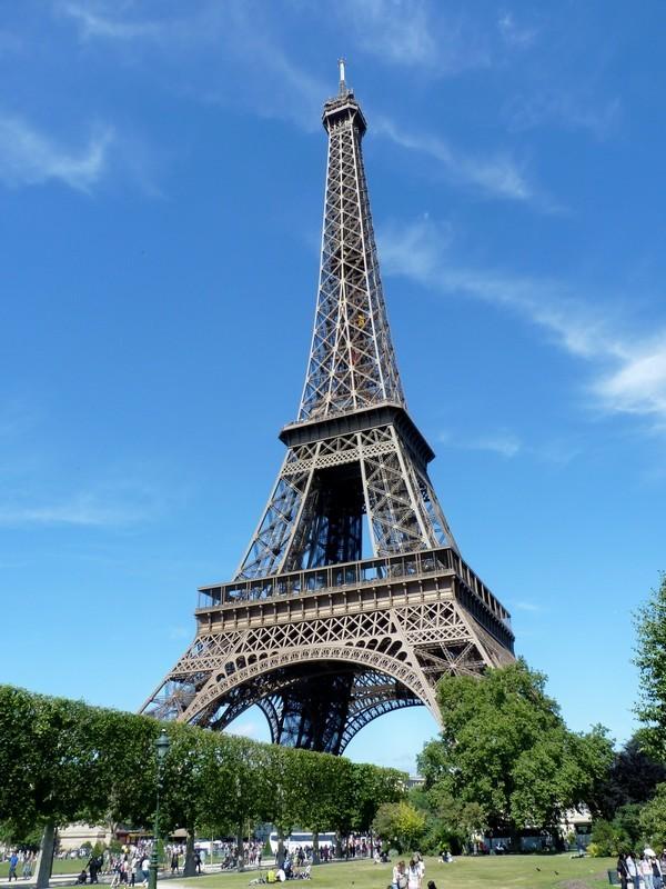 26 - Tour Eiffel depuis le Champ de Mars