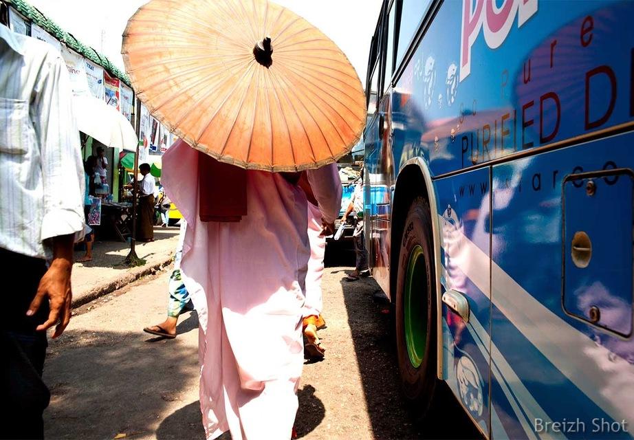Rangoun Bus - Nonne  - ombrelle
