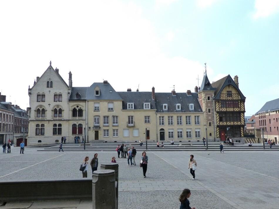 A vous qui passez à Amiens