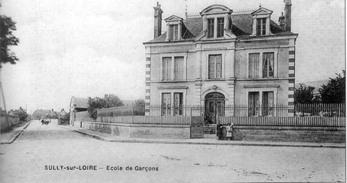 Rue des Écoles vue depuis le boulevard Jeanne d'Arc