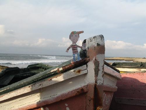 Clément sur un bateau de pêcheur