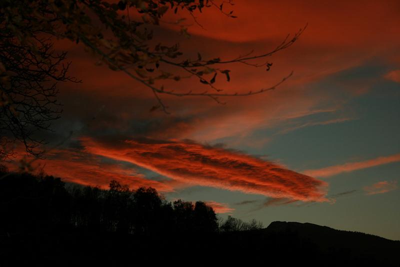 Nuage lenticulaire au-dessus du Pic du Gar (31 - Haut Comminges)