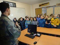 Les élèves de CM en visite à la BAN de Lanvéoc.