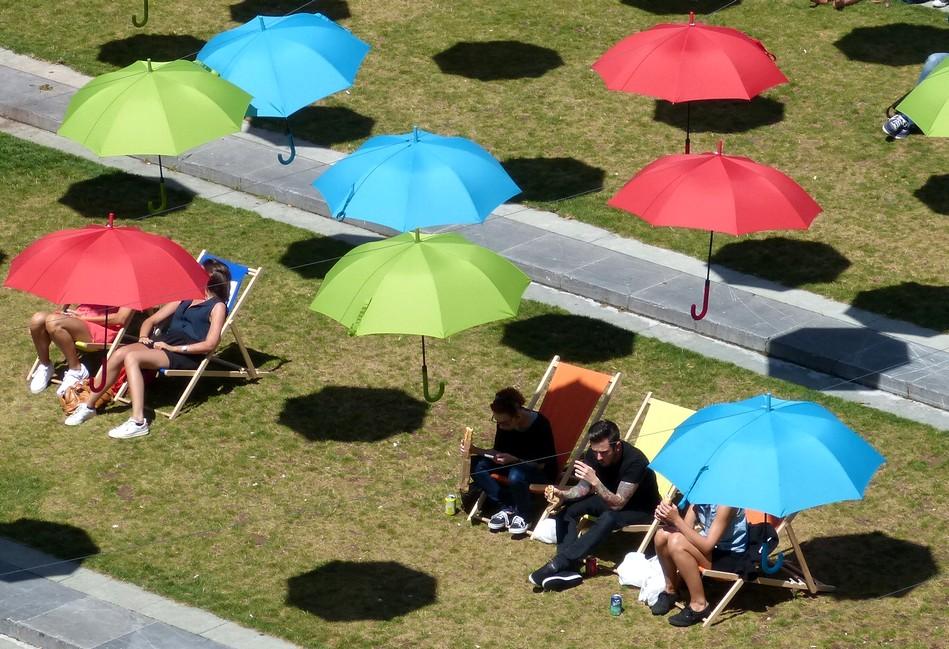 A l'ombre des parapluies !