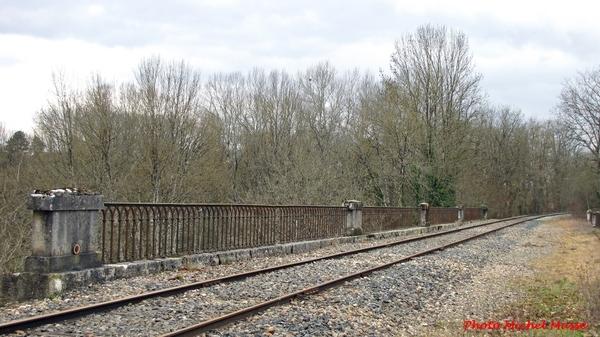 Les ponts ferroviaires à Veuxhaulles sur Aube