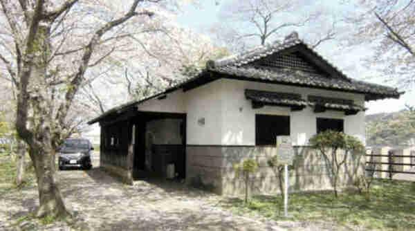 Un Japonais arrêté vivait au-dessus des toilettes publiques depuis 3 ans