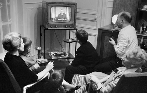 La télé  en famille