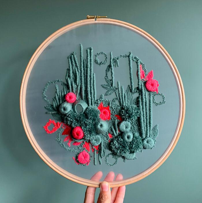 Formes botaniques luxuriantes traduites en broderies abstraites par Helen Wilde 28 AOÛT 2019