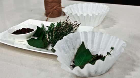 mettre bouquet garni dans filtre à café