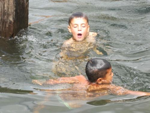 Performances aquatiques à Lethem