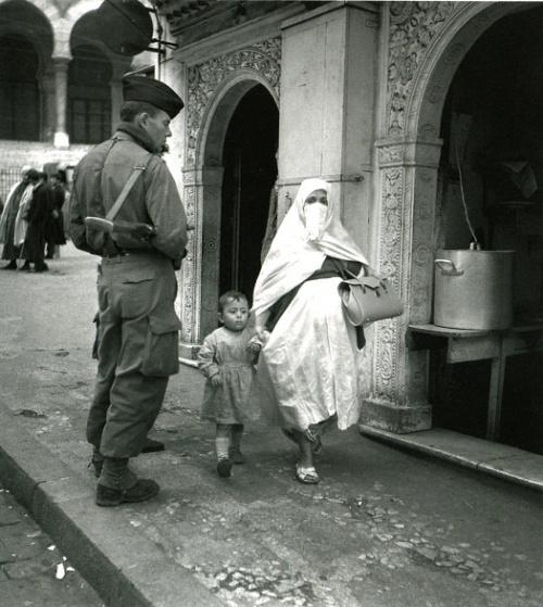 Scènes de rue a Alger, décembre 1960