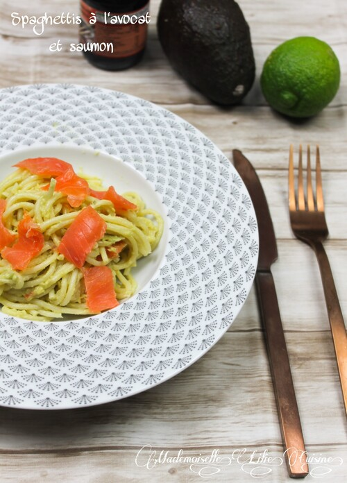 Spaghettis à l'avocat et saumon fumé