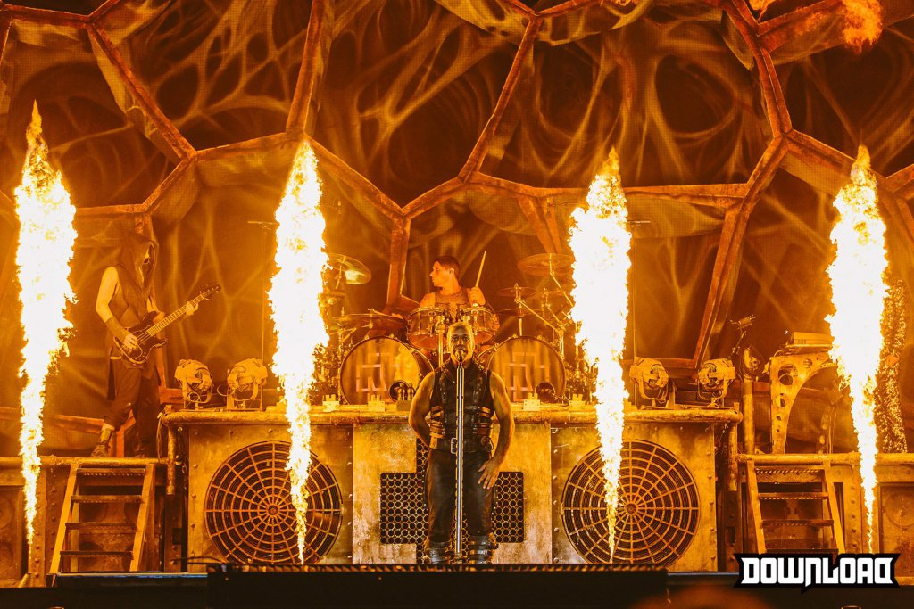 http://downloadfestival.co.uk/sites/live.a.downloadfestival.co.uk/files/styles/image_body_md/public/003-Rammstein.jpg