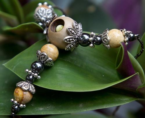 collier en corail, hématite et métal