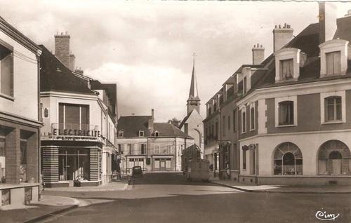 Rue du Grand Sully vue depuis la place de la Liberté (fin des années 50-début des années 60)