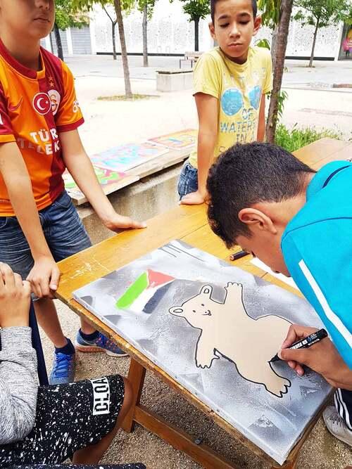 Atelier street art graff, réalisation d'oeuvres sur toiles par 40 jeunes de Romans sur isere (26). Encadré par http://sowanone.blogspot.fr Reflexions, Expression, Valorisation.