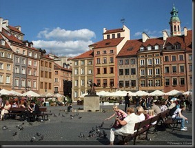 Varsovie-place-marche-avec-sirene