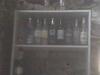 bar de garnement ruraux sur étagère dans une cabane
