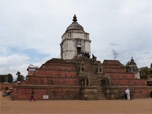 le temple de Fasidega; un temple bien gardé;