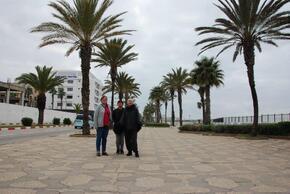 """Sur le front de mer...trois """"nanas"""""""