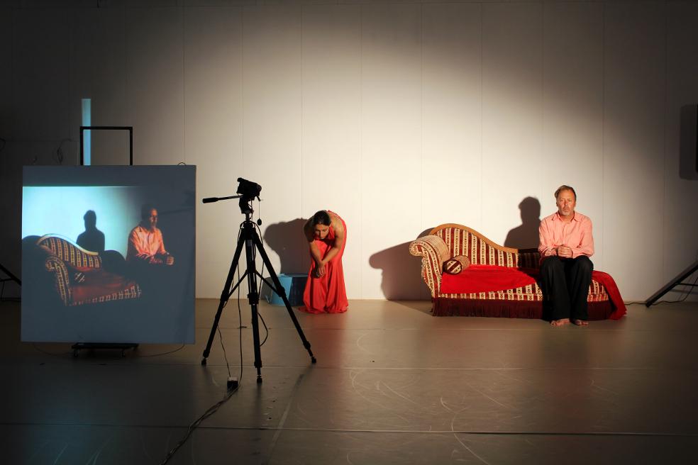 """Giulia Mureddu's """"Always Known Never Met"""" au Danscentrumjette danser: Katerina Dietzova , acteur: David Eeles"""