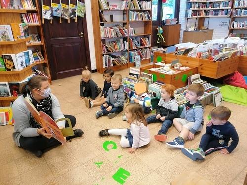 Découverte de la bibliothèque pour les plus petits de l'école