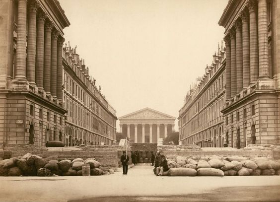Paris 23 mai 1871 (!) La rue Royale et ses barricades sous la Commune de Paris: