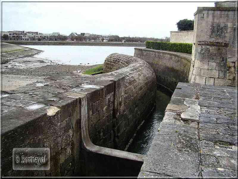 La Rochelle Porte des Deux Moulins l'Ecluse du Fort des Dames