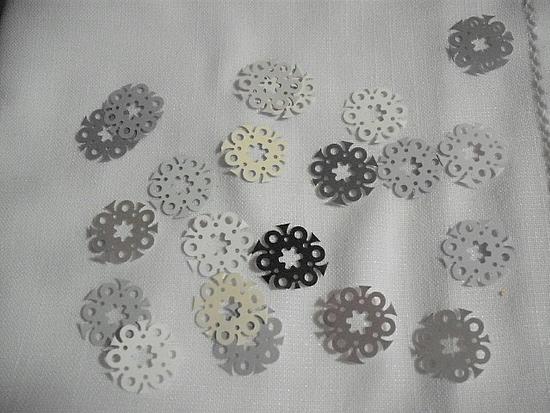 fleurs mutlicolores gris