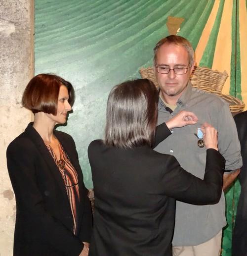 Ghislain Brigand, viticulteur et créateur d'Ampélopsis et du Jardin de Bacchus à Massingy, a reçu la médaille du Tourisme !