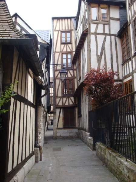 Rue des Chanoines 1