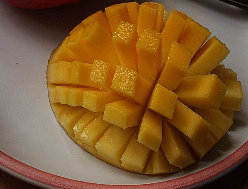 787px-Sliced-cubed Mango 01