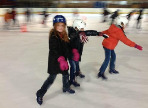 Les CE1 à la patinoire, c'est parti !