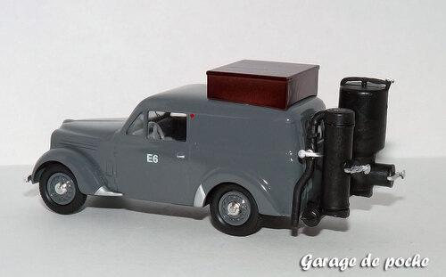 Renault juvaquatre tôlée gazogène 1943